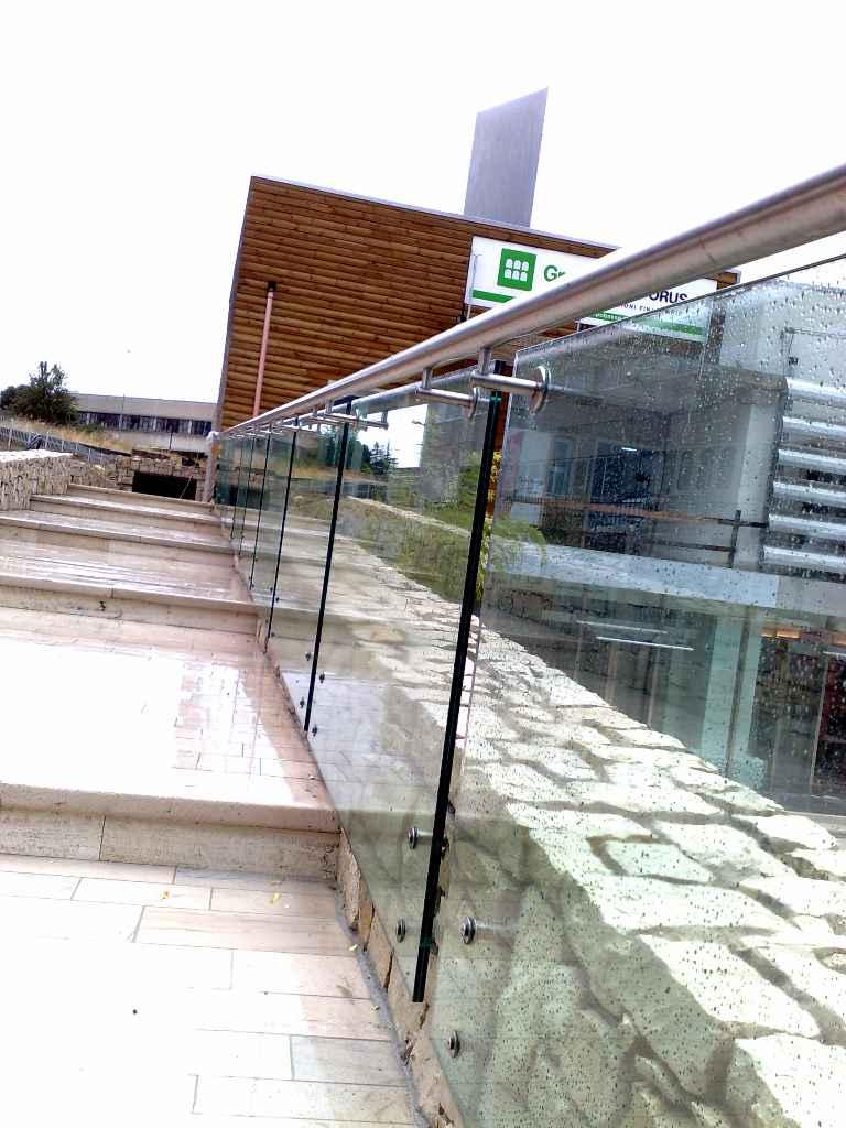 Parapetti scale interne immagini scale interne ringhiere - Parapetti in vetro per scale ...